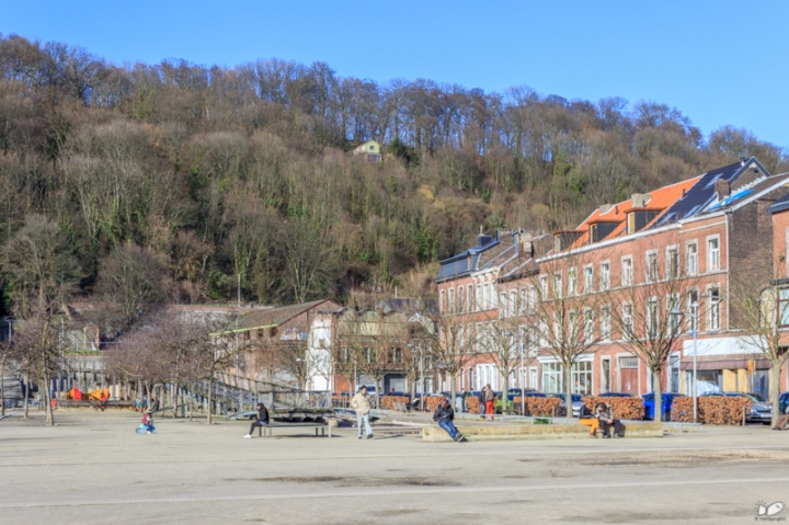 The city usually organizes large public events and parties in this park (New year's eve, circus, markets etc.).