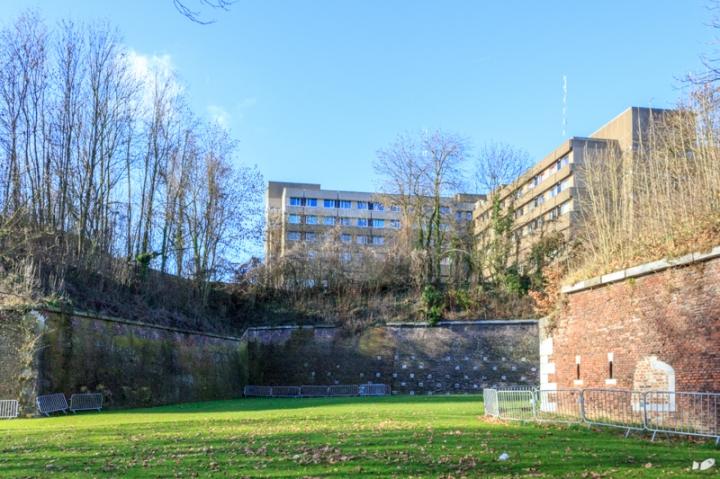 It is now a site of a modern hospital complex (CHU citadelle de Liege).