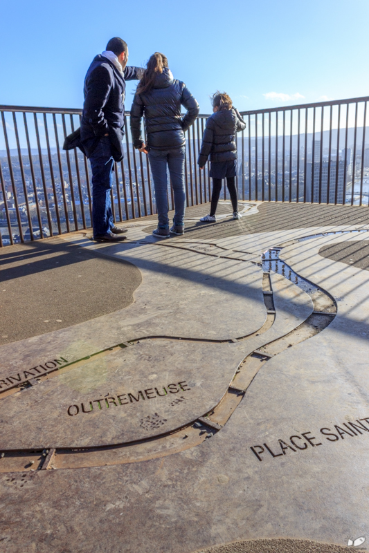 The floor of the view deck has a simplified map of Liege.