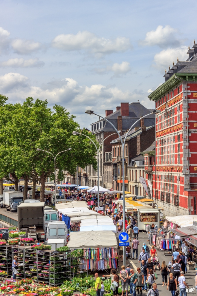 The road in front of the Grand Curtius (Quai de Maestricht) becomes part of the La Batte market every sunday.